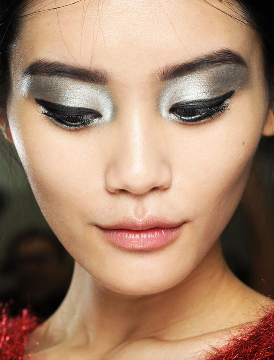 silver-eyeshadow-chanel-spring-2013-runway